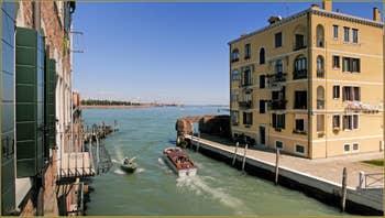 Le rio de Santa Giustina et la lagune de Venise avec au fond, les îles de San Michele et de Murano.