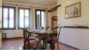 La Cuisine Salle à Manger de l'appartement Santuzza, dans le Sestier du Castello à Venise.
