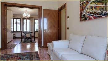 Le Salon de l'appartement Santuzza, dans le Sestier du Castello à Venise.