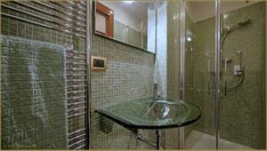 La Seconde Salle de Bains de l'appartement Santuzza, dans le Sestier du Castello à Venise.