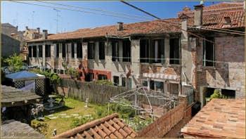 La vue depuis la Cuisine Salle à Manger de l'appartement Santuzza, dans le Sestier du Castello à Venise.