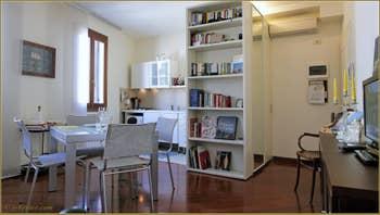 Le Salon Salle à Manger Cuisine de l'appartement la Tana, dans le Castello à Venise.