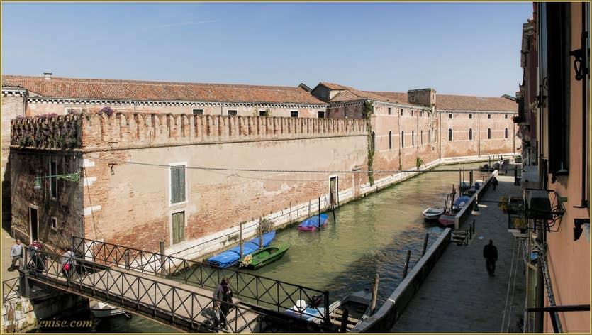 Location La Tana à Venise, la vue sur l'Arsenal de Venise et le rio de la Tana