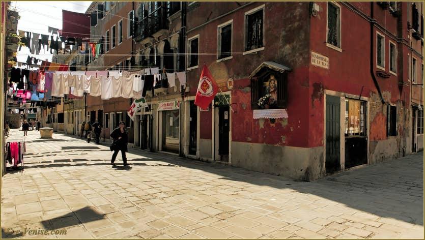 Location La Tana à Venise, la Corte Nova et son linge, à 100 mètres de la maison