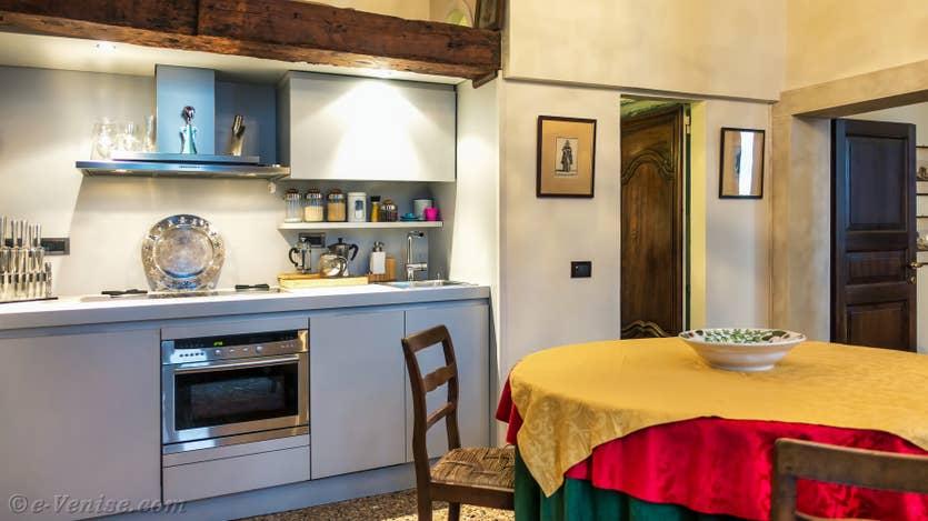 Location Furatola Aponal à Venise, la salle à manger cuisine