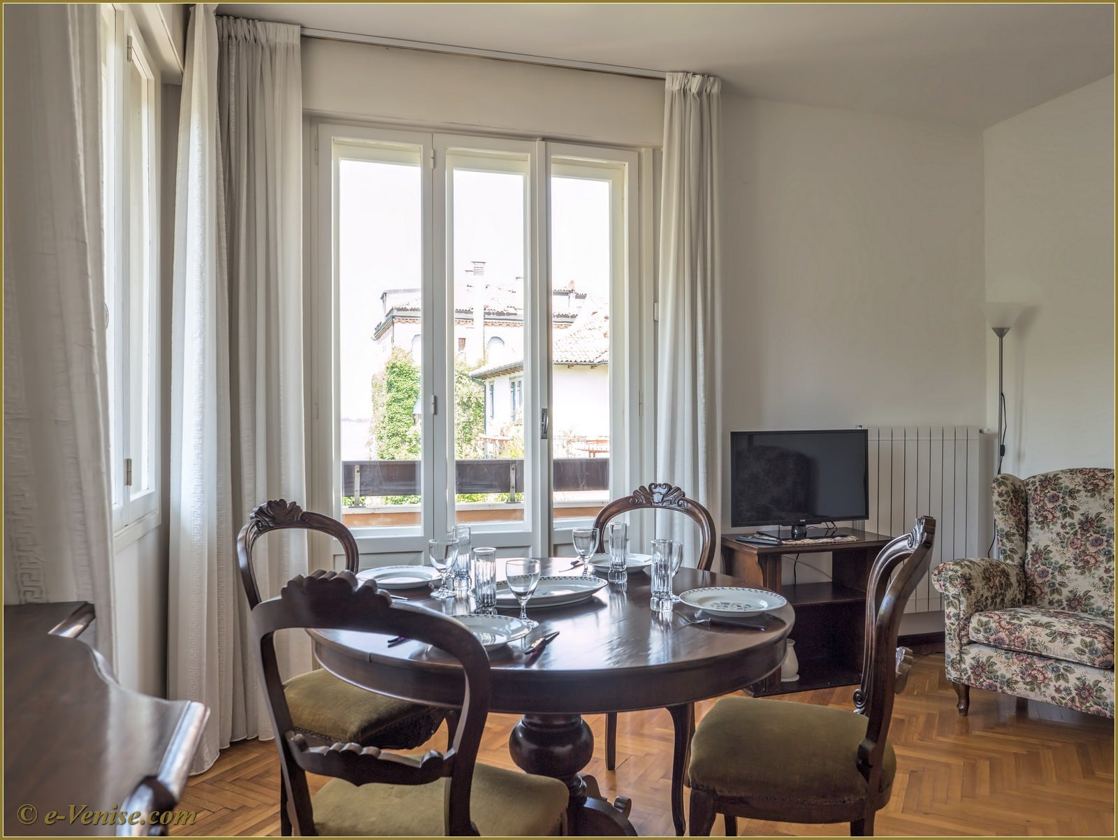 Location appartement venise lido view 6 personnes 3 for Salle a manger 7m2