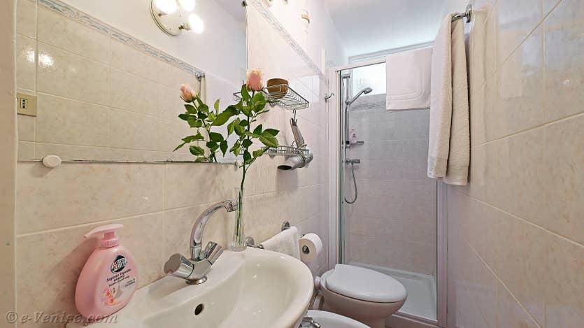 Location Casa dei Bombardieri, la salle de bains
