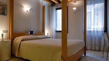 La chambre matrimoniale de la Ferali Zulian, dans le Sestier de Saint-Marc à Venise.