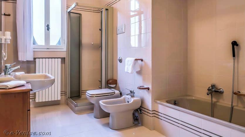 Location Giovanni Terrasses : La Salle de Bains
