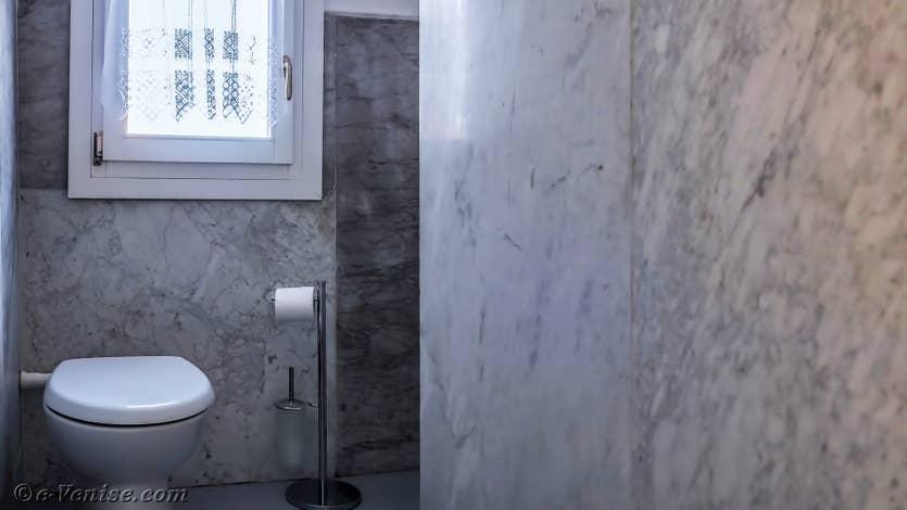 Location Giovanni Terrasses : Les Toilettes