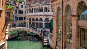 La vue sur le rio dei Scoacamini depuis Goldoni Vista, dans le sestier de Saint-Marc à Venise.
