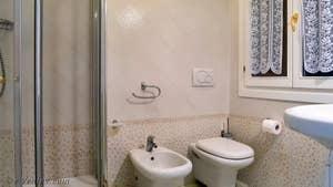 La seconde salle de bains de Goldoni Vista, dans le sestier de Saint-Marc à Venise.
