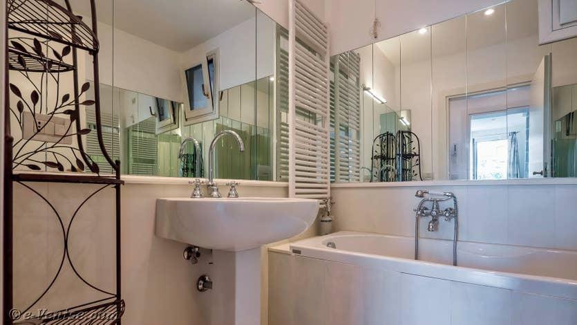 Location le jardin d'Alice à Venise, la salle de bains du 1er étage