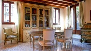 Le Salon Salle à Manger de l'appartement Jardin de l'Orto à Venise.