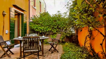 La cour-jardin de l'appartement