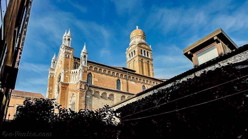 Location Jardin de l'Orto 2 à Venise, la vue sur l'église de la Madonna de l'Orto