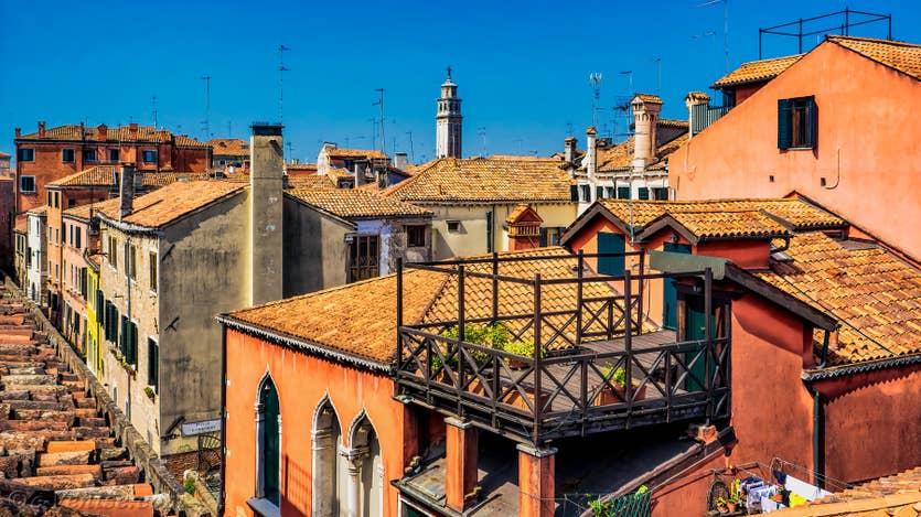 Location Malpaga Terrasse à Venise, la vue sur les toits de Venise et le Campanile dei Carmini