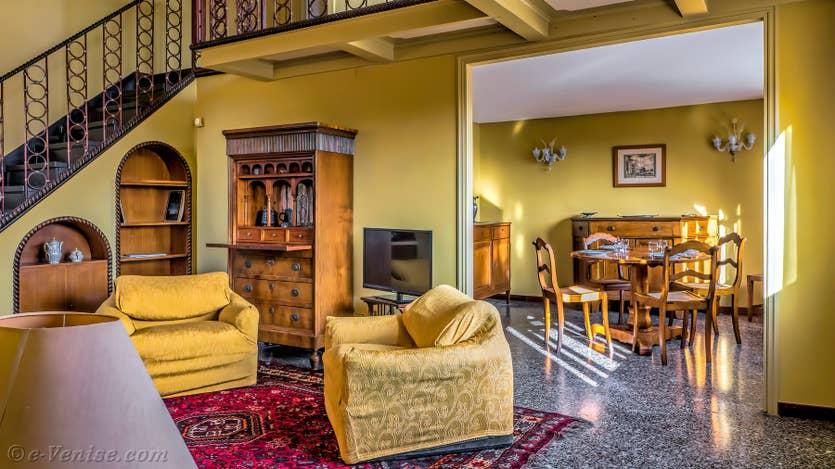 Location Ognissanti Trifora à Venise, le salon et la salle à manger