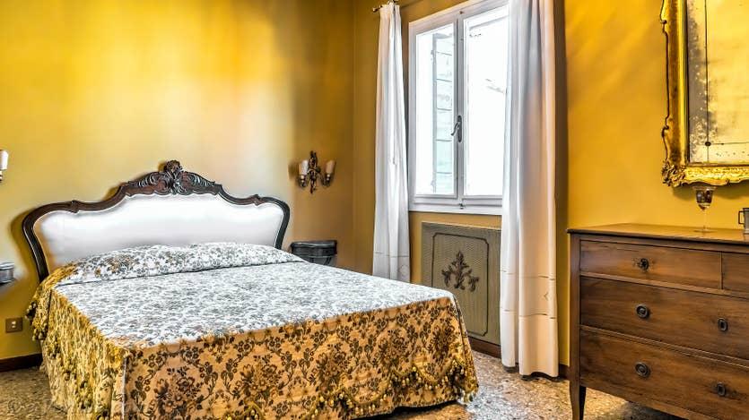 Location Ognissanti Trifora à Venise, la première chambre matrimoniale