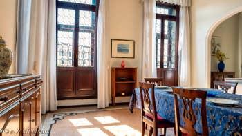 La Salle à Manger de l'appartement du Palazzo Lion, dans le Sestier du Cannaregio à Venise.