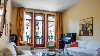 La Salle à manger et le Salon de l'appartement Palazzo Silvestro Rava, dans le Sestier de San Polo à Venise.
