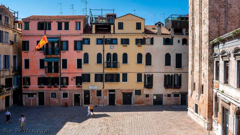 Location Palazzo Silvestro Rava à Venise, la vue sur le Campo San Silvestro