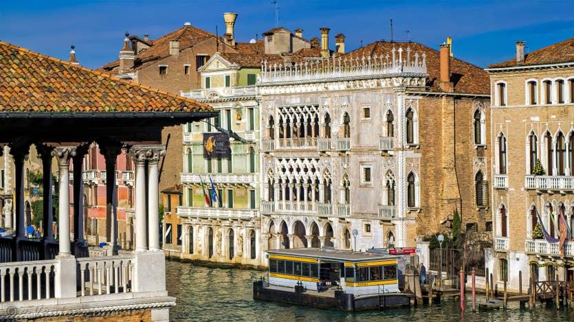 La vue sur le Grand Canal depuis l'appartement Rialto Grand Canal, dans le sestier de San Polo à Venise.