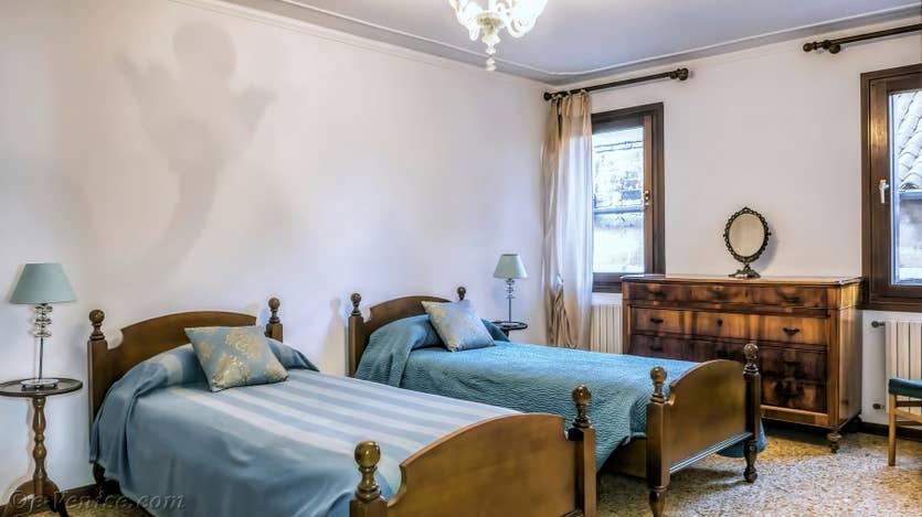 La Première Chambre de l'appartement Rialto Grand Canal, dans le sestier de San Polo à Venise.