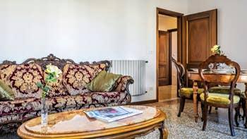 Le Salon Salle à Manger de l'appartement Rialto Grand Canal, dans le Sestier de San Polo à Venise.