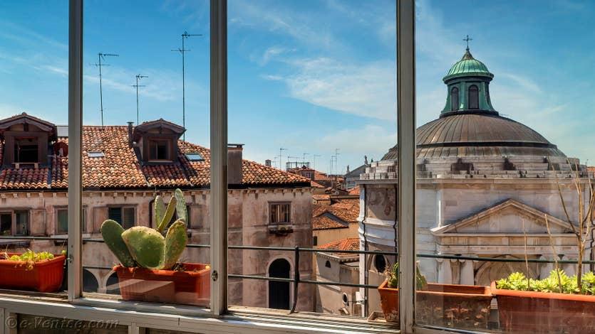 Location Santa Maria Terrasse à Venise, la vue depuis la première terrasse sur l'église de la Madalena