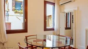 La Salle à Manger de l'appartement Teatro Garzoni, dans le sestier de Saint-Marc à Venise.