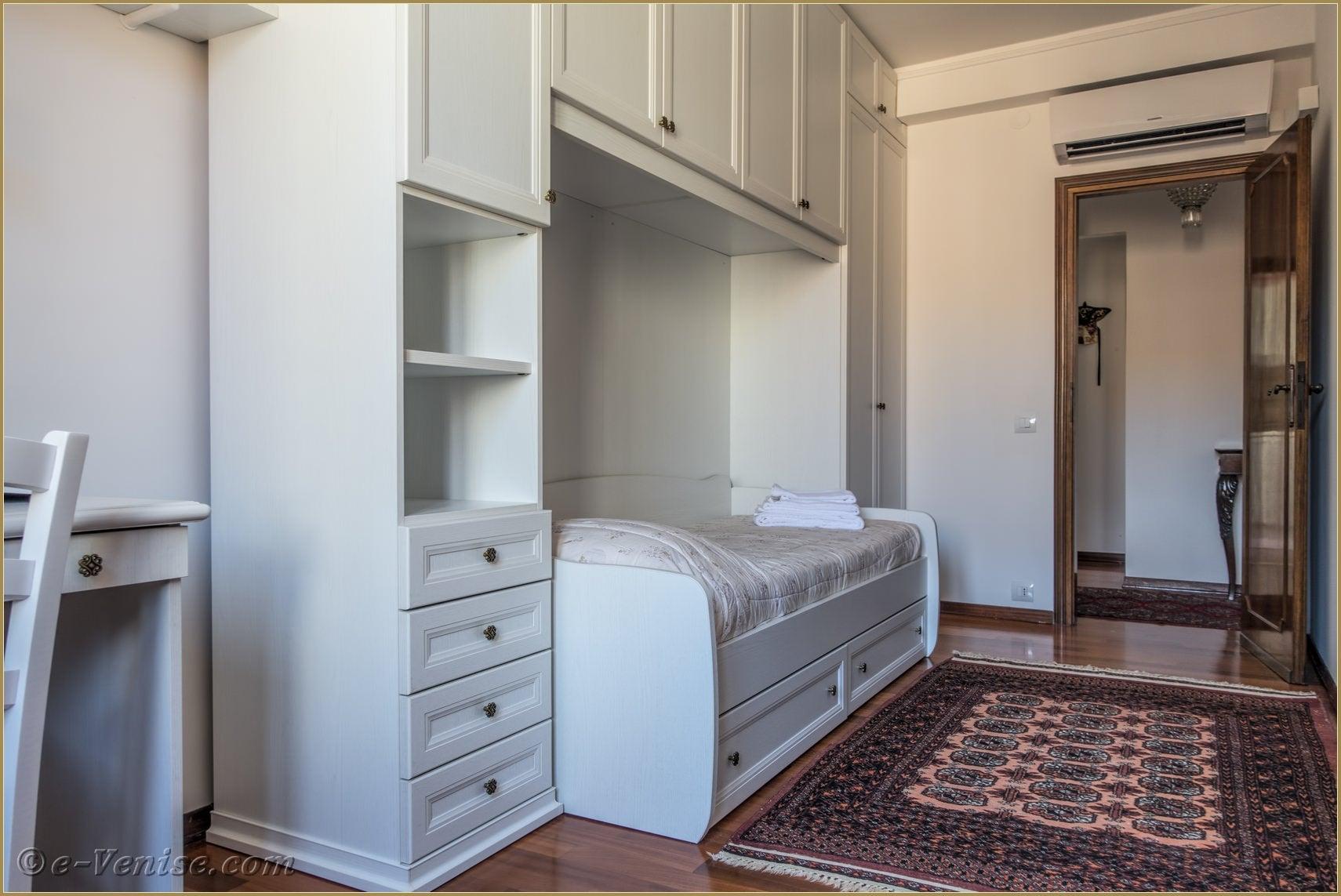 Chambre Moderne Venise : Location appartement venise trovaso trois personnes