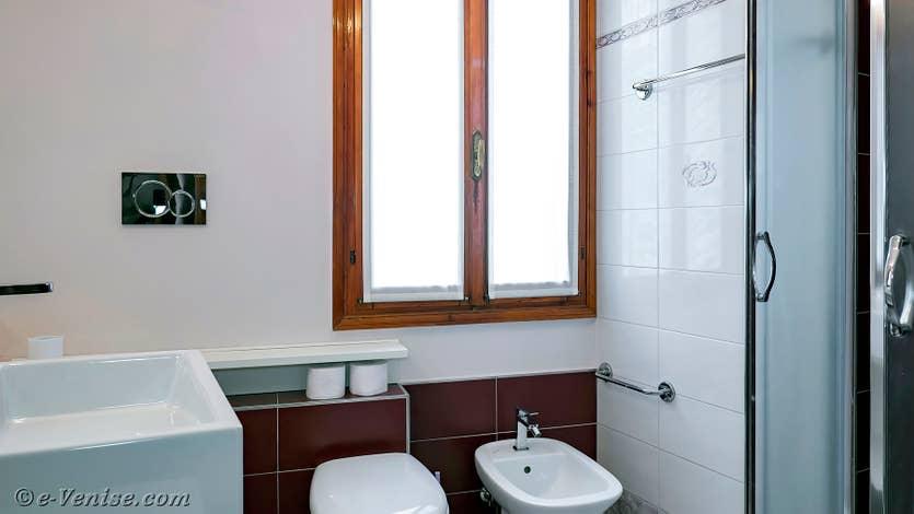 Location Vida Biennale à Venise, la salle de bains