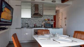Le Salon - Salle à Manger - Cuisine de l'appartement Vida Terrasse, dans le Sestier du Cannaregio à Venise.