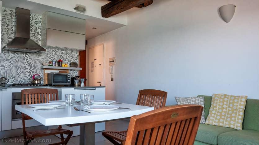 Location Vida Terrasse à Venise, le salon salle à manger