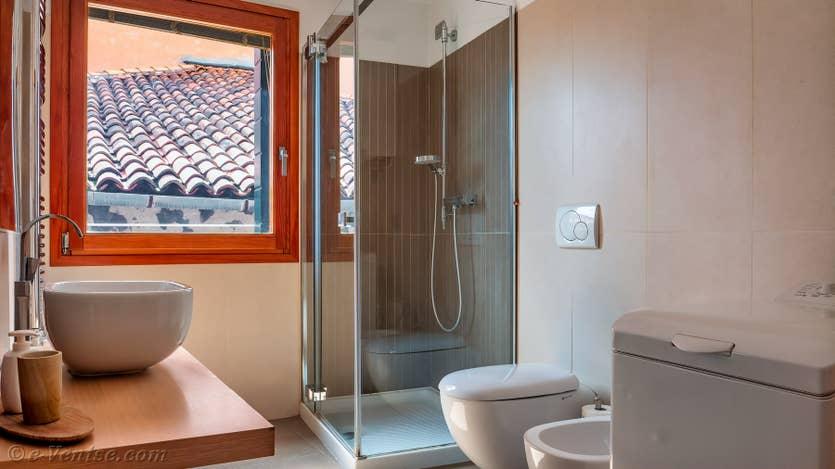 Location Vida Terrasse à Venise, la salle de bains matrimoniale