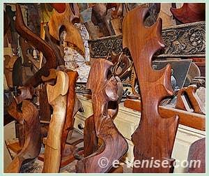 Les forcole sculptées par Paolo Brandolisio venise
