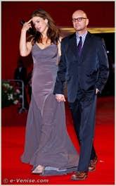 Jules Asner et Steven Soderbergh Jules Asner à la Mostra du Cinema de Venise 68e édition internationale du film