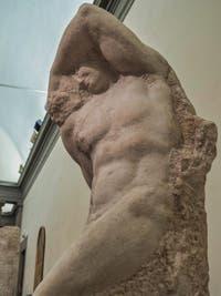 Michel-Ange Buonarroti, Jeune esclave prisonnier, sculpture marbre pour le tombeau du pape Jules II, 1530, Galerie de l'Accademia à Florence Italie