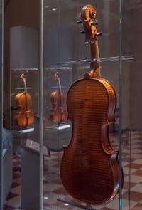 Antonio Stradivarius, Viole Ténor Médicis fabriquée à Cremone pour le Grand Duc Ferdinand en 1690, Musée des instruments musicaux de la Galerie de l'Accademia à Florence Italie