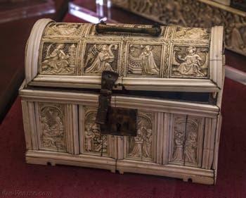 Art Italien, Petit coffre ivoire, bronze et cuivre du début du XVe siècle, Musée du Bargello à Florence Italie