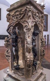 Benvenuto Cellini, Mercure, Danaé et Persée, 1553, Musée du Bargello à Florence Italie