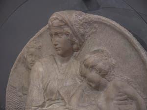 Michel-Ange Buonarroti, Vierge à l'Enfant et Saint-Jean enfant, Tondo Pitti, 1505, Musée du Bargello à Florence Italie