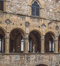 Cour intérieure du Musée Palais du Bargello à Florence Italie