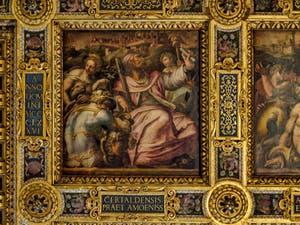 Giorgio Vasari, Jacopo Zucchi, Allégorie de Certaldo avec Minerve, symbole de l'éloquence de Giovanni Boccaccio, né à Certaldo, 1563-1565, plafond de la Salle des Cinq Cents, Palazzo Vecchio à Florence en Italie