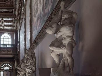 Vincenzo de Rossi, Hercule punit le roi Diomède, salle des Cinq-Cents du Palazzo Vecchio à Florence en Italie
