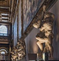 Sculptures de Michel-Ange et Vincenzo de Rossi dans la salle des Cinq Cents, dei Cinquecento, du Palazzo Vecchio à Florence