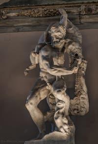 Vincenzo de Rossi, Hercule et le sanglier d'Erymanthe, 1562-1570, salle des Cinq Cents, dei Cinquecento du Palazzo Vecchio, Florence Italie
