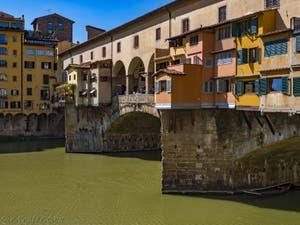 Le Ponte Vecchio sur l'Arno à Florence en Italie