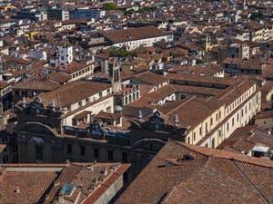 L'église San Filippo Neri et le Palazzo di San Firenze vus depuis la Tour Arnolfo du Palazzo Vecchio à Florence en Italie